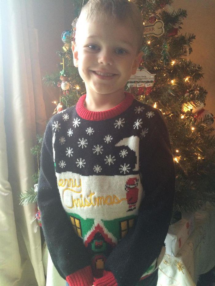 Mandé a mi hijo así al cole y al recogerle la maestra me hizo notar lo que estaba haciendo Papá Noel