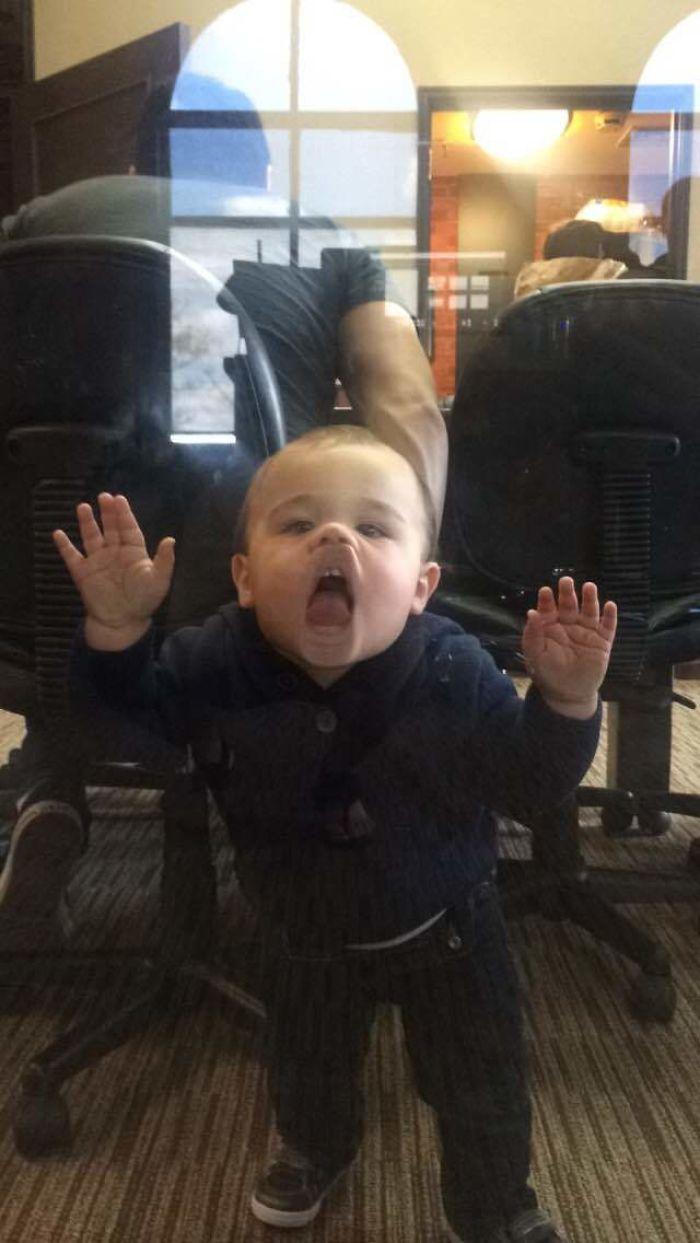 Mi jefe ha traido hoy a su hijo al trabajo