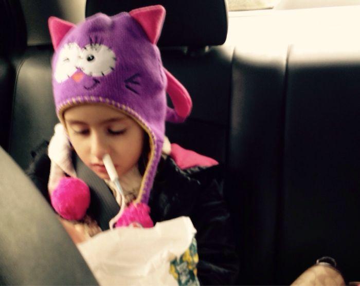 Le empezó a sangrar la nariz a mi hija en el coche y esto es lo único que tenía a mano