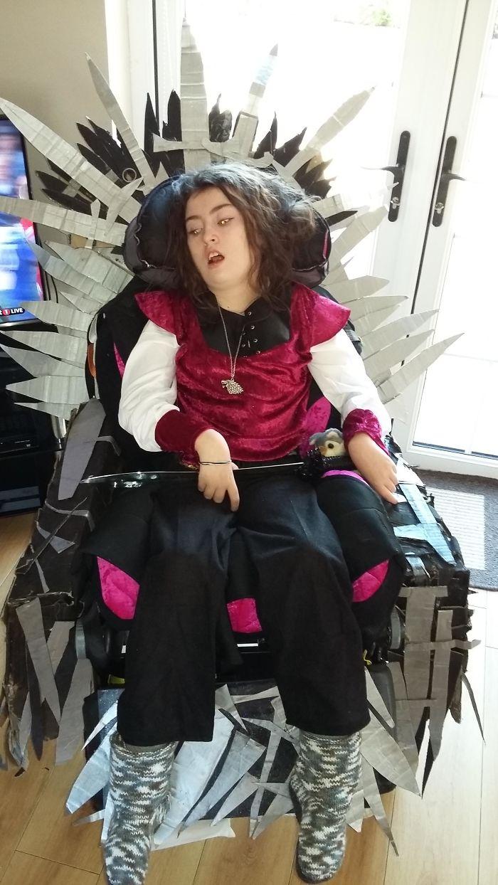 Mi hija disfrazada de Arya Stark en el Trono de Hierro