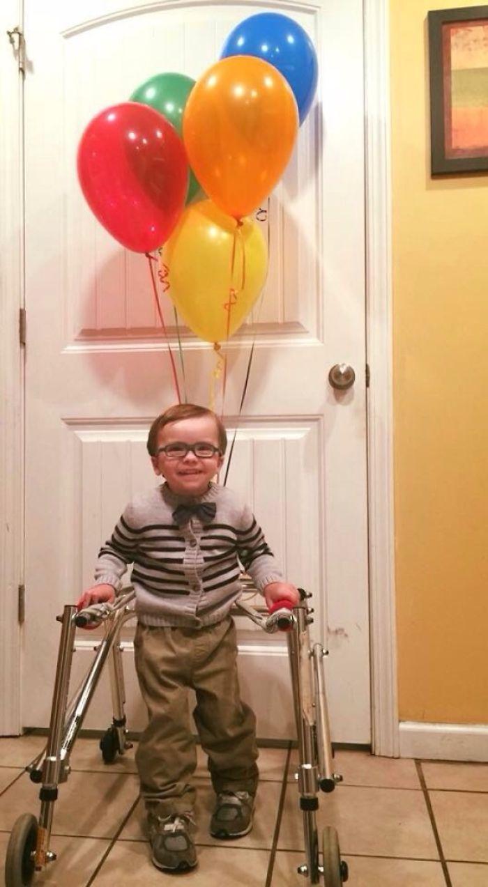 Tiene problemas para caminar, esta fue su solución para Halloween
