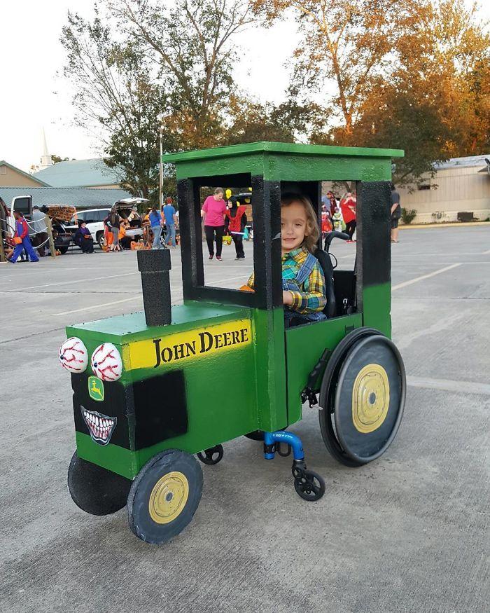 Se lo pasa genial con su tractor