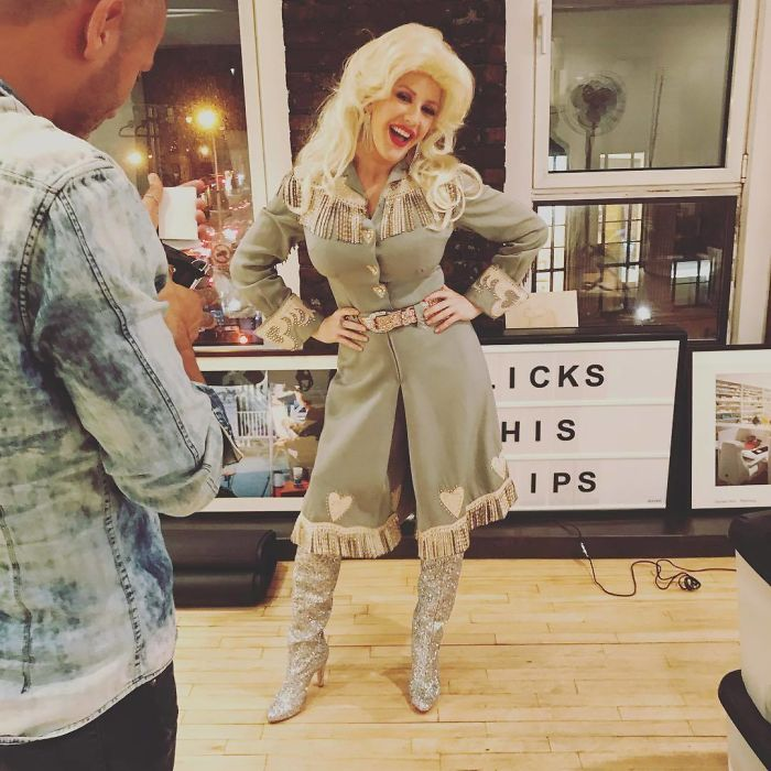Ellie Goulding As Dolly Parton