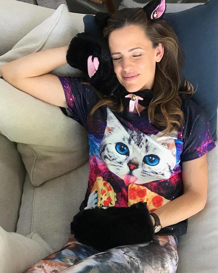 Jennifer Garner As A Cat Nap