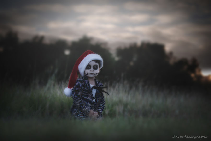 This American Photographer Specializes In Photographing Kids In Costume For Halloween, And It's Seriously Spooky