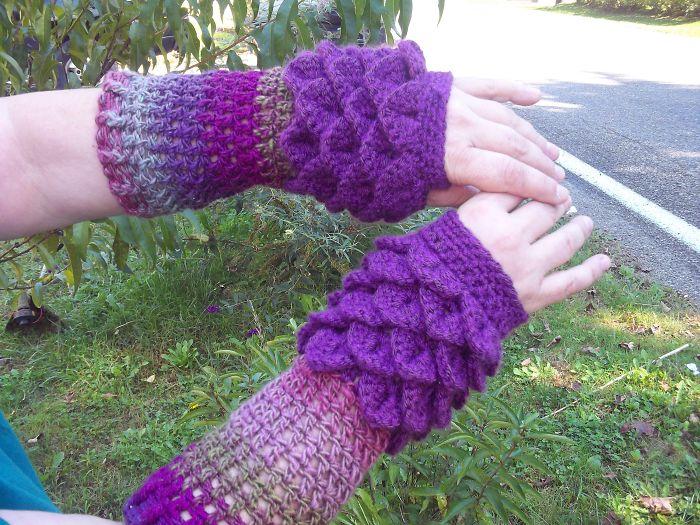 Dragon Scale Fingerless Gloves Part 2!!