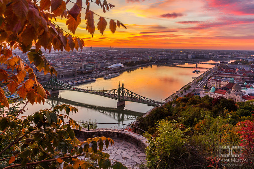 """I Capture Places In Budapest During Autumn And The Result Is An Amazing """"Game Of Tones"""""""