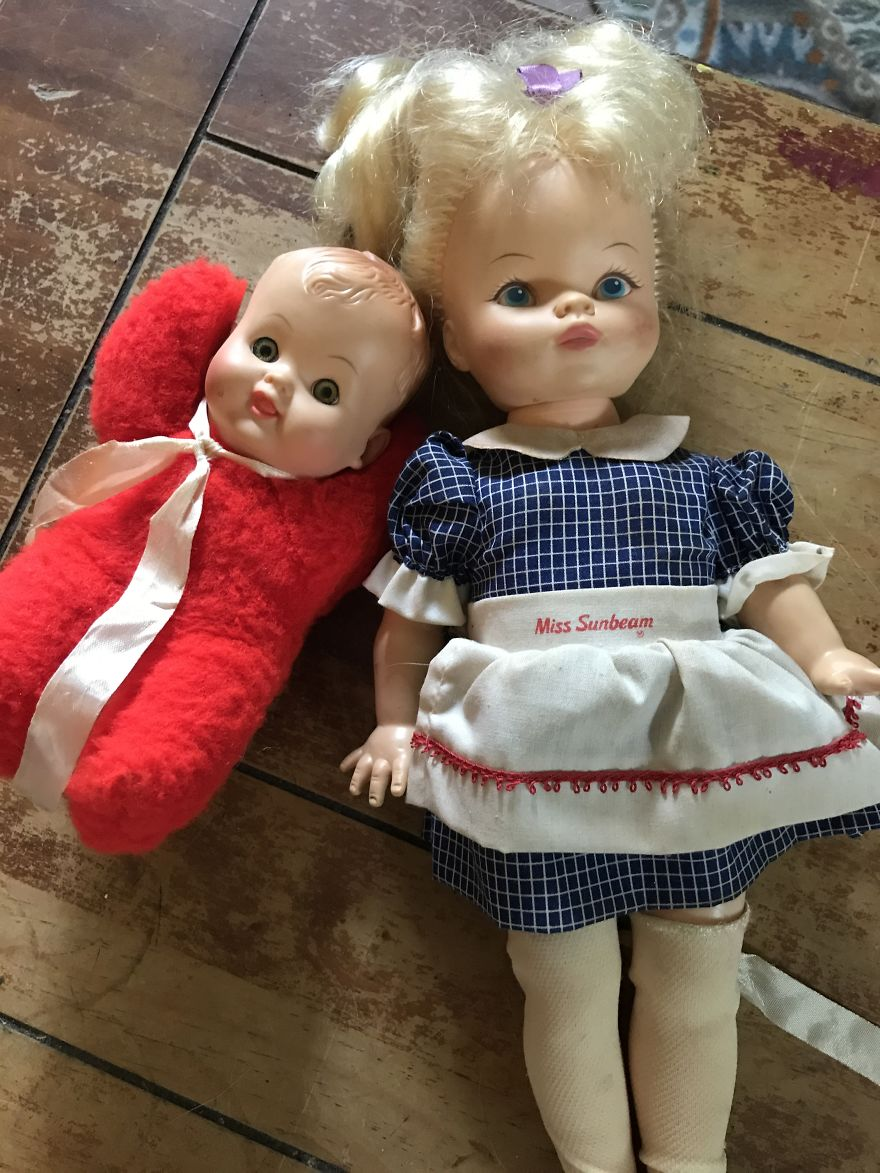 i refurbish old dolls into creepy halloween decorations | bored panda