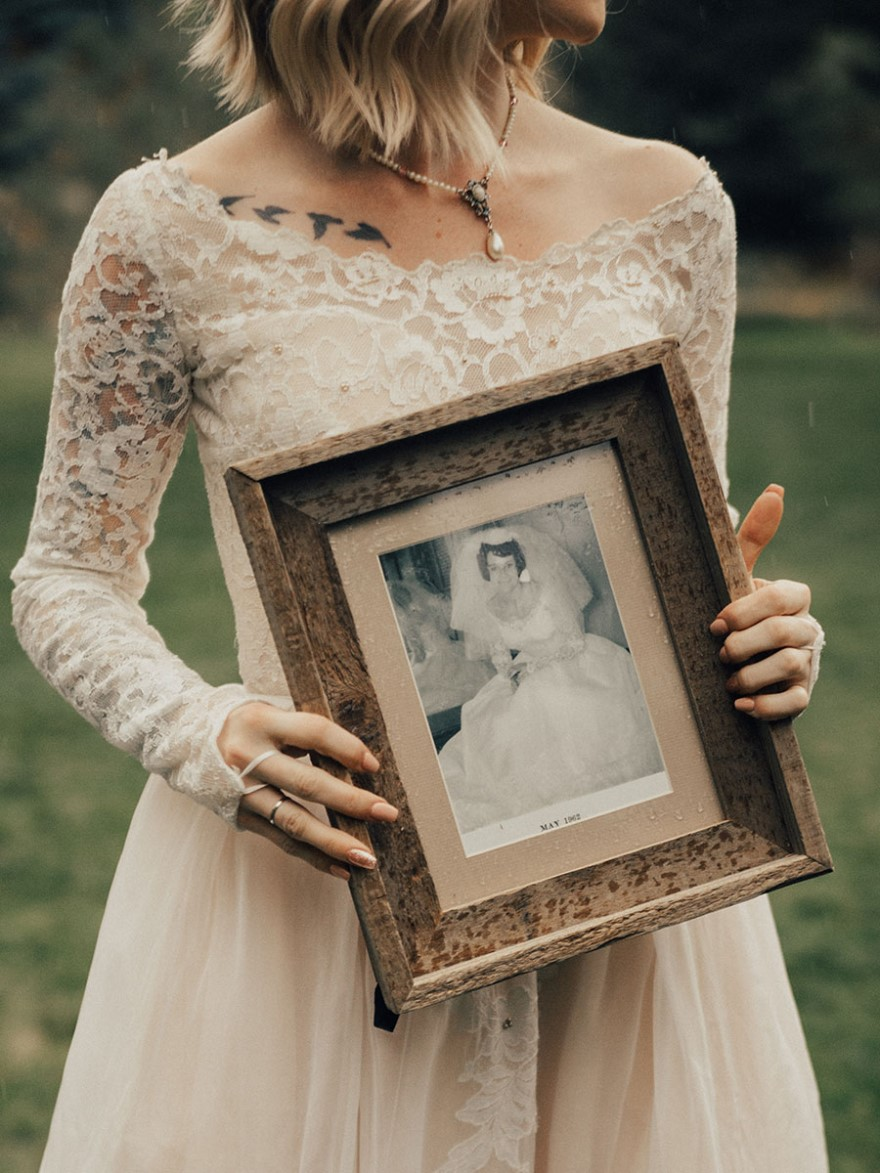 Bride Surprises Grandmother By Wearing Her Wedding Dress From 1962 ...