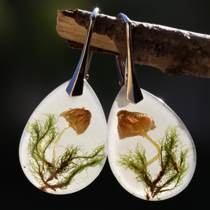 I Capture The Beauty Of Woodlands And Meadows In Resin Jewelry