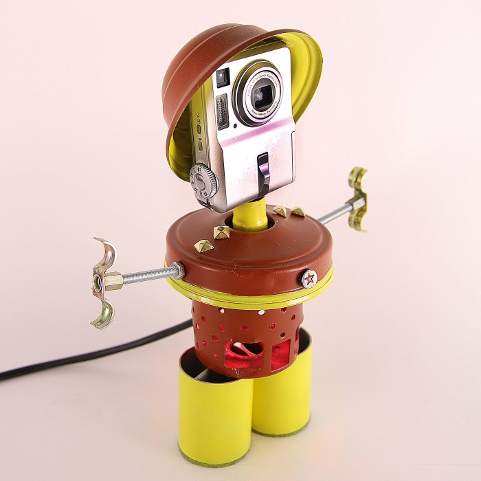 From Junk To Art: Check Out The New Generation Of Robot Lamps By Captain Heartless.