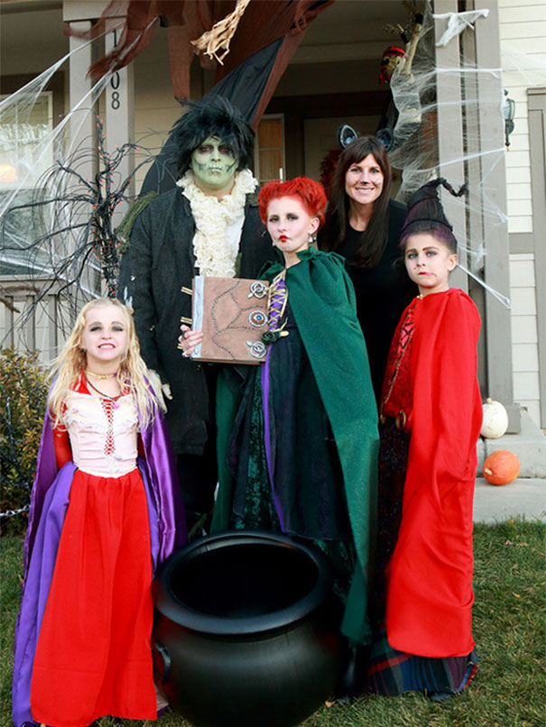 Hocus Pocus Costume With The Sanderson Sisters, Billy And Binx The Cat