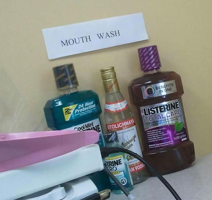 Los enjuagues bucales que ofrece mi dentista. Sí, el vodka también