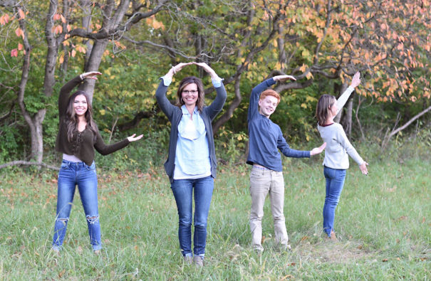 Oh My Gosh We Really Don't Deserve My Mom. All She Wanted To Do Was Spell Out Love In Our Family Pictures. She Had No Idea