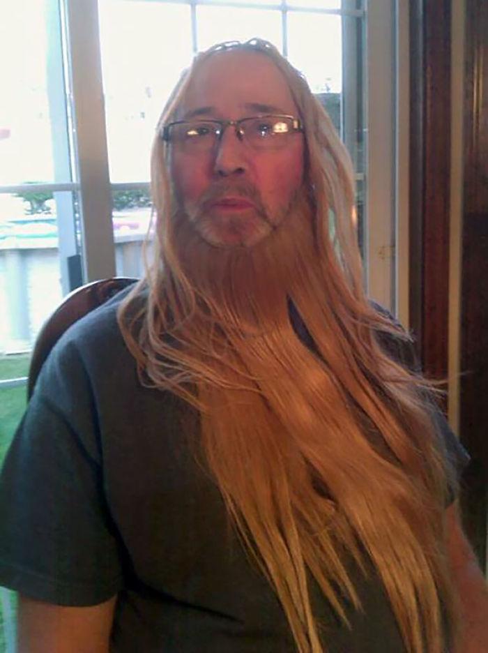 Mi tío encontró las extensiones de pelo de mi prima y nos mandó esta foto