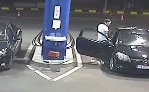 Asshole Refuses To Stop Smoking At The Gas Station, Doesn't Expect What's About To Come