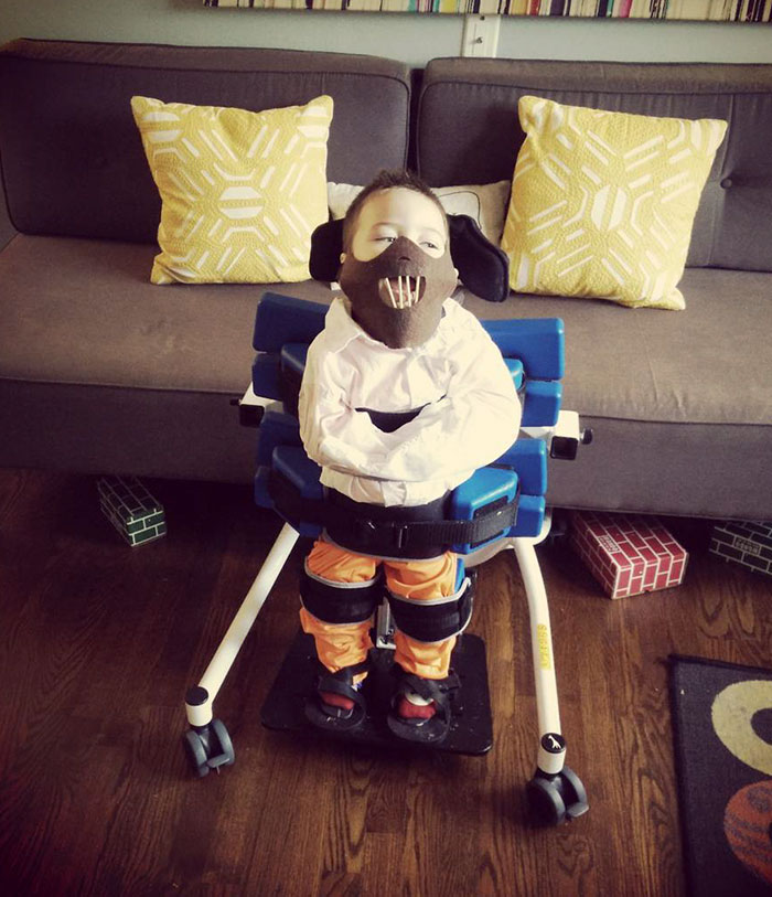 Mi hijo de 3 años tiene parálisis cerebral e hicimos esto con su soporte