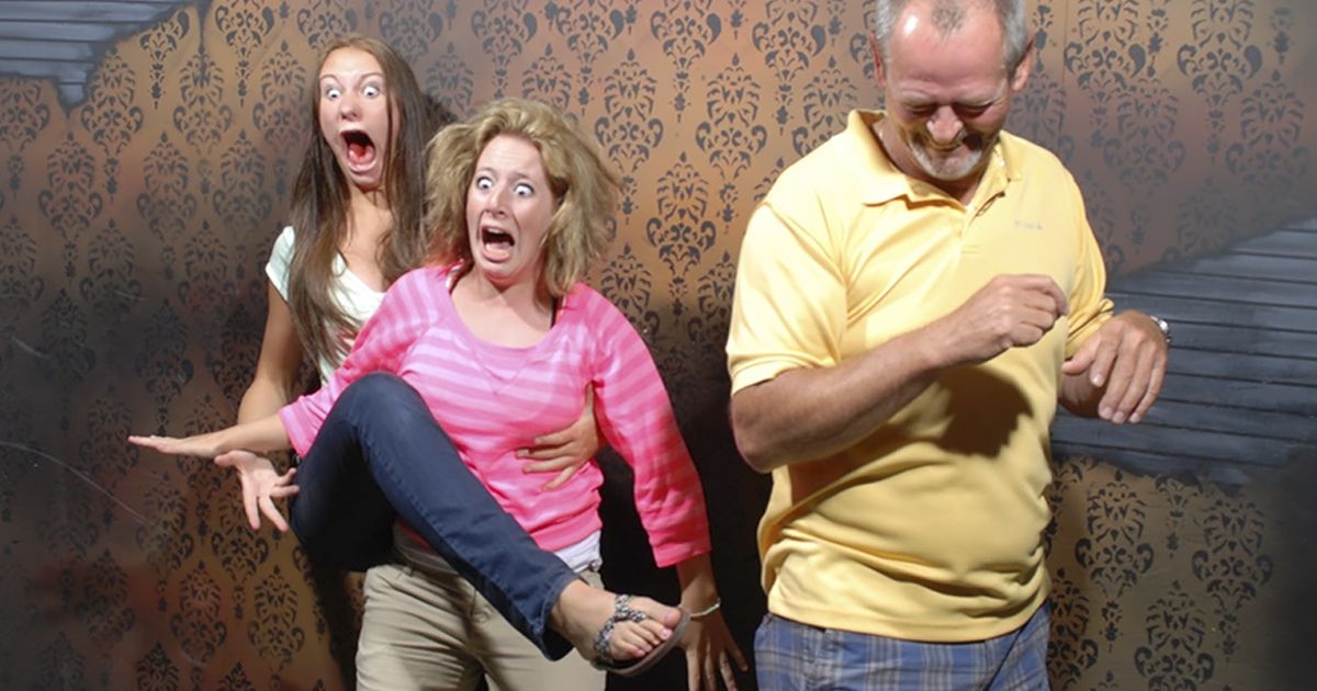 10+ Hysterical Moments When People Got Scared To Death At A Haunted House, Caught By A Secret Cam