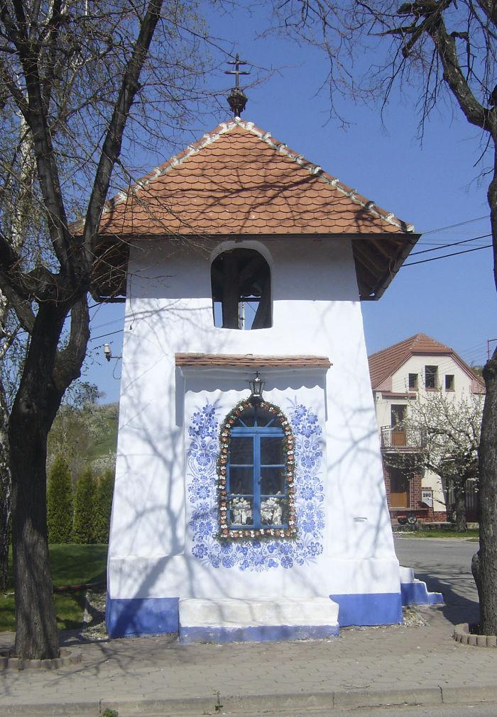 ===Historias que me gustan de...=== - Página 2 House-painting-90-year-old-grandma-agnes-kasparkova-59d3401a2de82__700