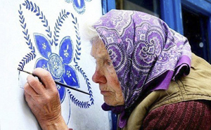 90 Year Old Czech Grandma Turns Small Village Into Her Art Gallery By Hand