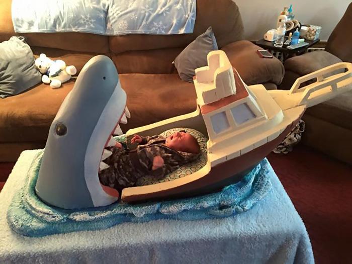 Este tío le hizo a su sobrino una cuna de Tiburón
