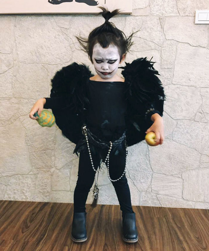 this year the girl dressed up as ryuk from the iconic series death note