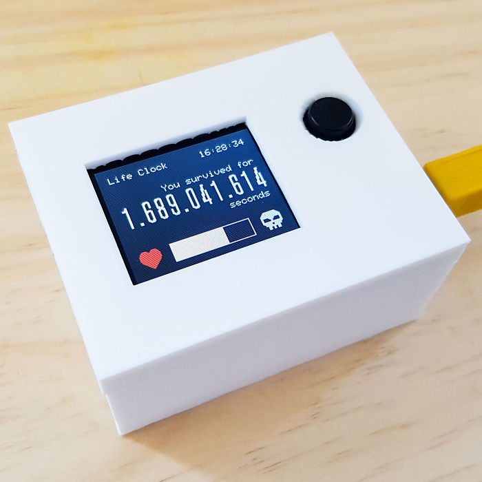 I Created A Life Clock, That Displays The Number Of Seconds Since Your Birth Like A Video Game