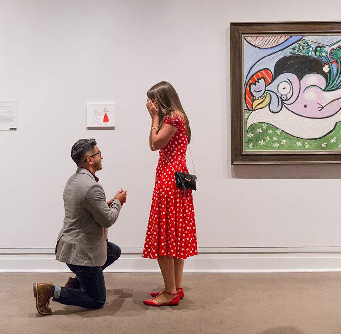 Este hombre le pidió matrimonio a su novia colgando su cuadro en el Museo de Arte Metropolitano