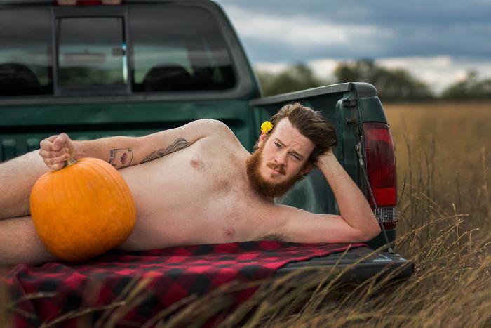 pumpkin-themed-dudeoir-photoshoot-gt-photography-1-59e6f93227e9d__700.jpg