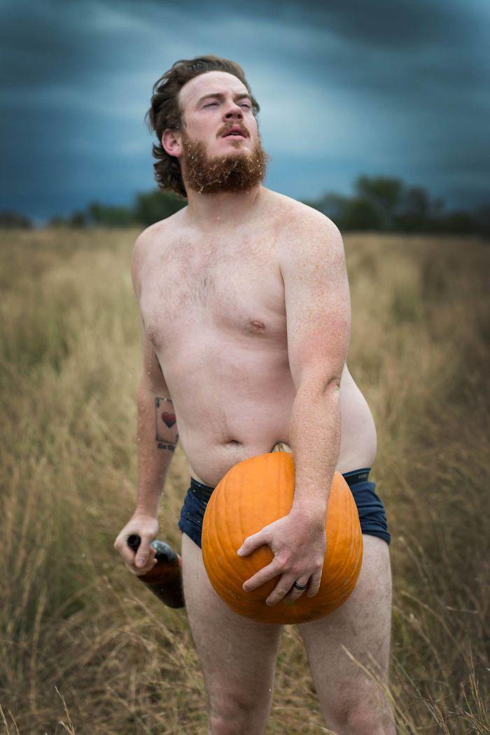pumpkin-themed-dudeoir-photoshoot-gt-photography-15-59e6f92418377__700.jpg