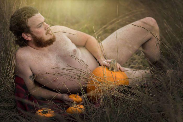 pumpkin-themed-dudeoir-photoshoot-gt-photography-19-59e6f92d28b2a__700.jpg