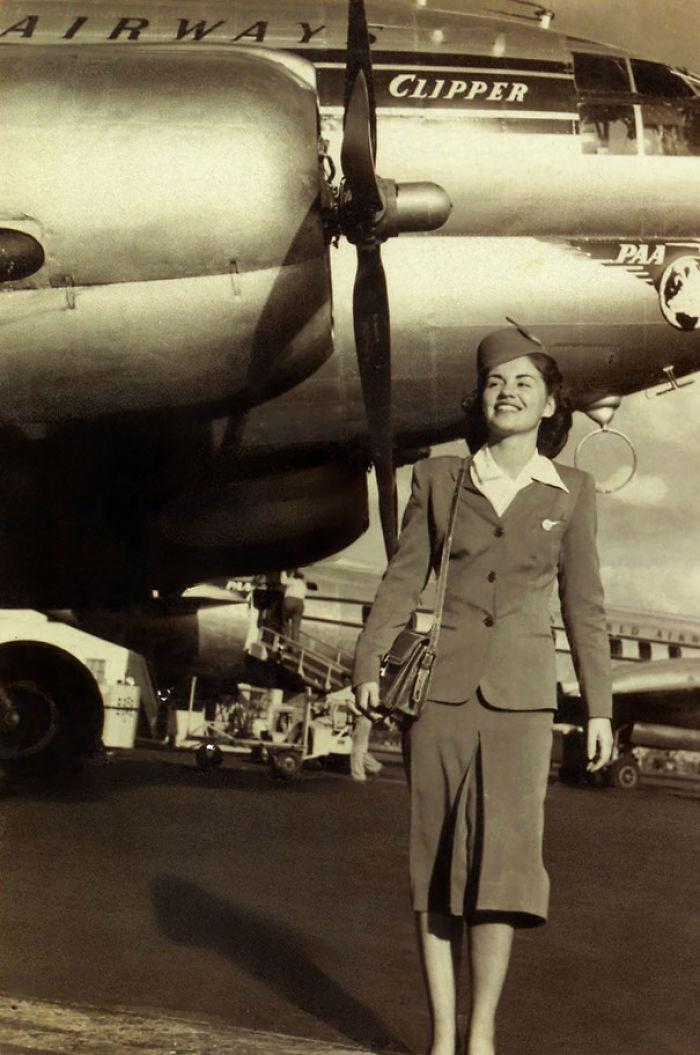 Esta Foto Siempre Me Saca Una Sonrisa. Nuestra Abuela, De 86 Años, En Su Tiempo