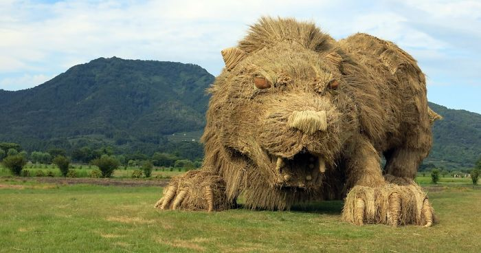 Photos Of Giant Straw Animals Invade Japanese Fields After Rice Harvest And They Are Absolutely Badass