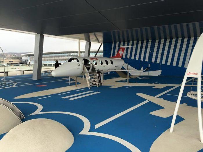 La zona infantil del aeropuerto de Zurich es un aeropuerto en miniatura