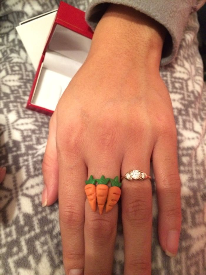 Le compré este anillo a mi esposa por navidad, no le hizo gracia