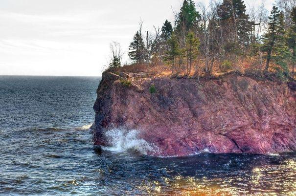 This Rock Formation In Tettegouche State Park, Minnesota Kinda Looks Like Medium Rare Steak