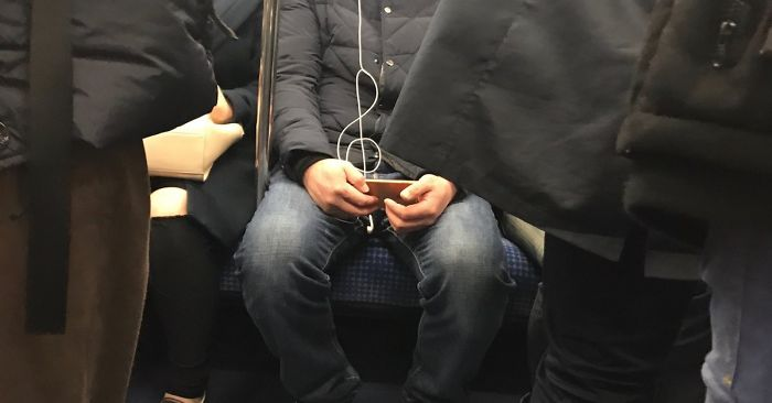 This Guy's Earbuds Made A Treble Clef