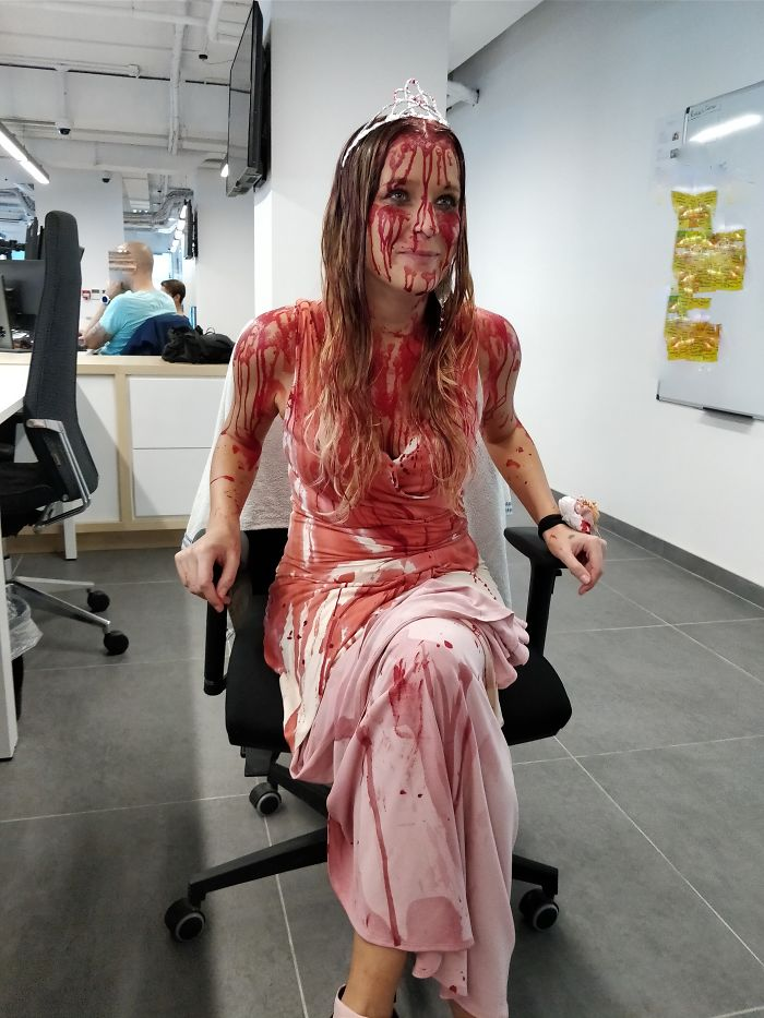 Carrie Is Back And She Got An Office Job