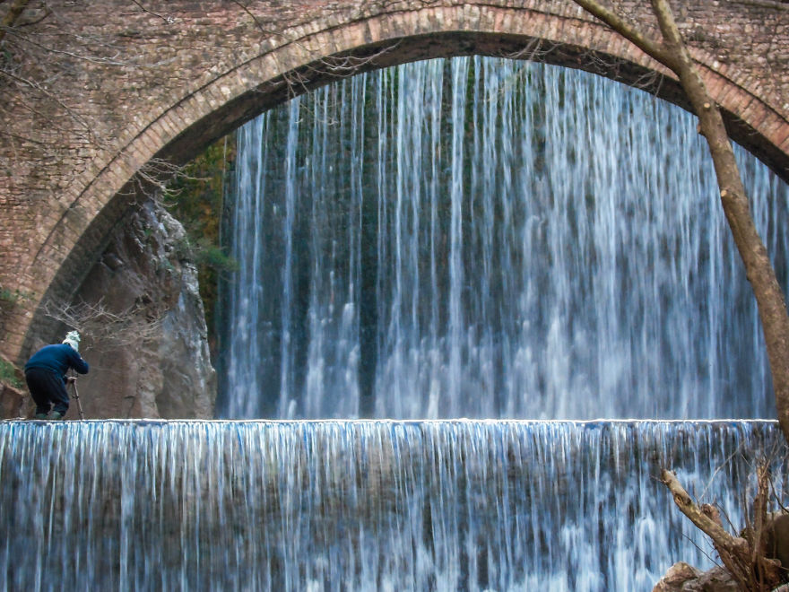 Σε δράση, στην πανέμορφη γέφυρα της Παλαιοκαρυάς