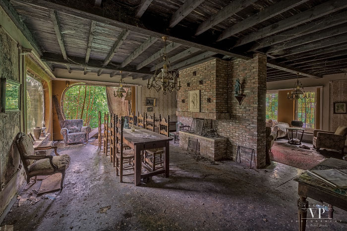 I Photographed This Abandoned House