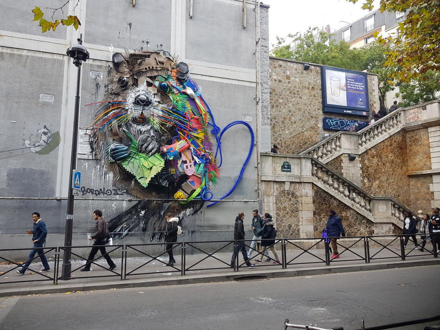 Bordalo II makes art in Paris