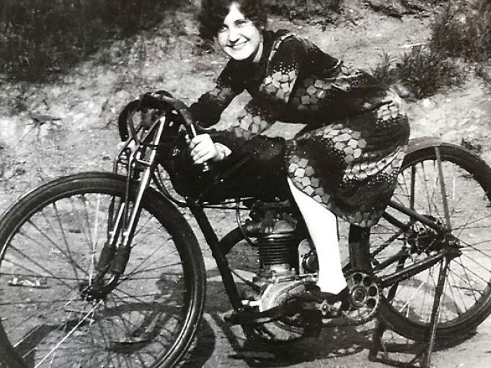Mi Abuela En Su Harley En 1926