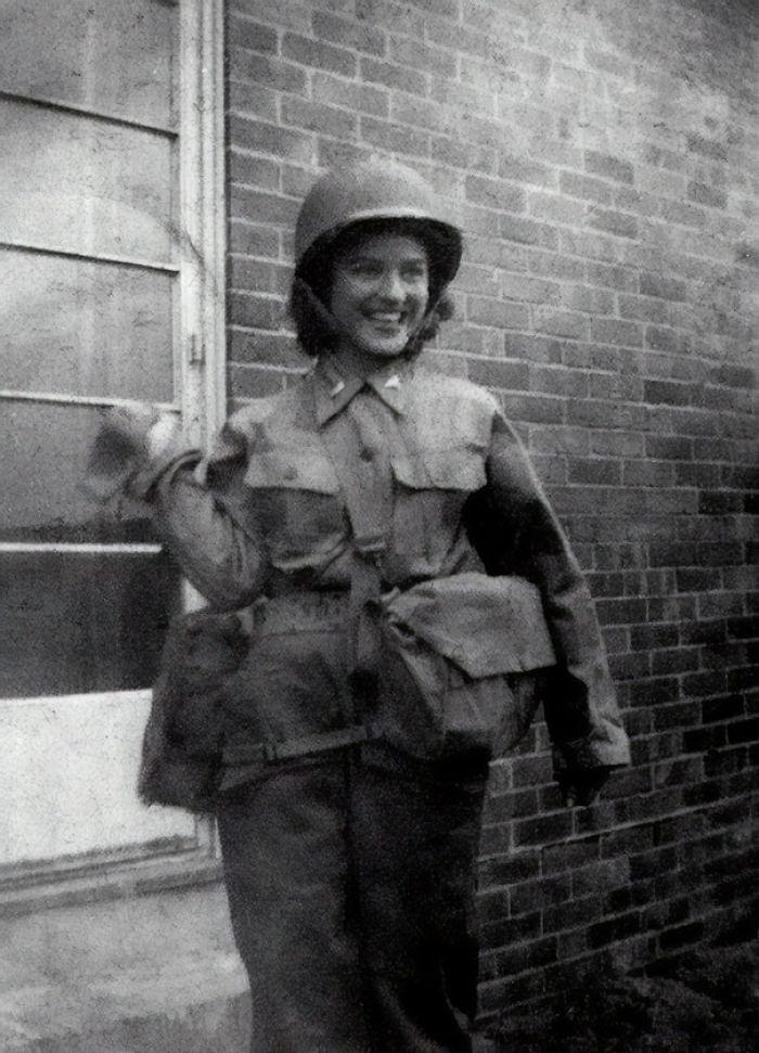 Mi Abuela Cumplió 98 Esta Semana. Esta Es Ella En Su Uniforme De Enfermera Durante La Segunda Guerra Mundial