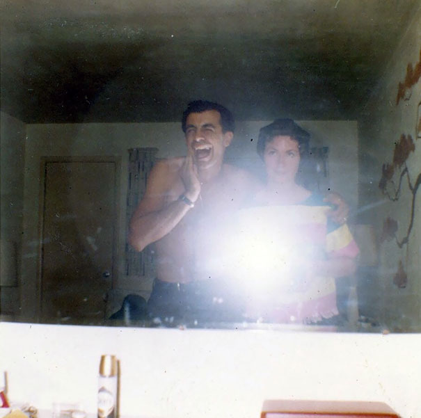 Мои дедушки и бабушки берут зеркальное тело в середине 1960-х годов на своей камеры Super8