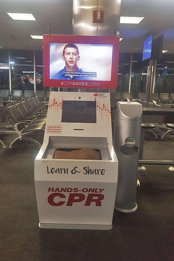 This Airport Kiosk Machine Teaches You CPR For Free