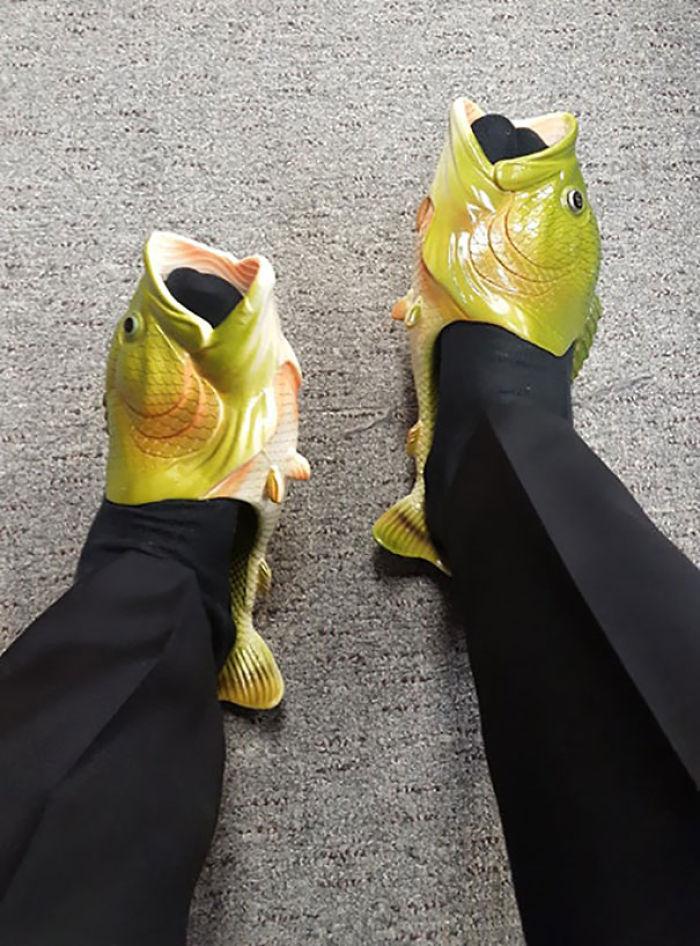 Mi novia dijo que dejaría de meterse con mis crocs si encontraba un calzado aún más feo