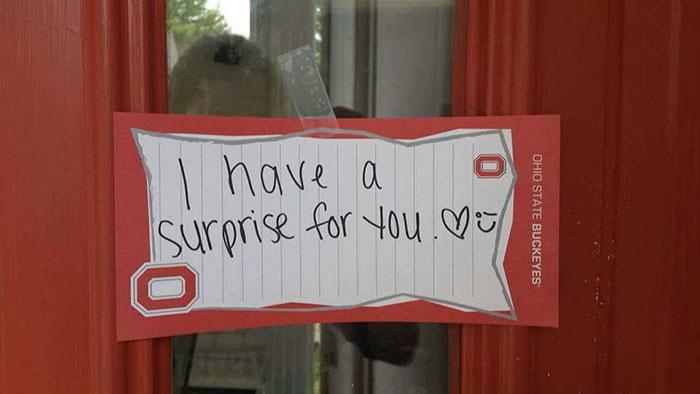 guy-surprise-girlfriend-plastic-bottle-notes-2