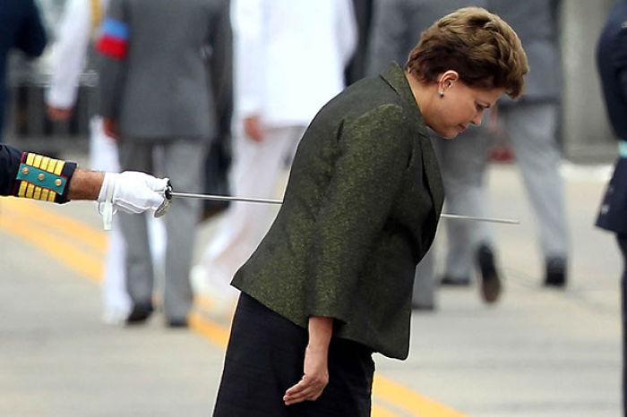 Parece que están apuñalando a Dilma Rousseff