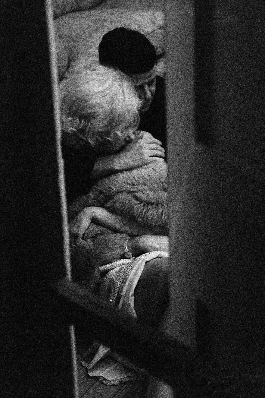 Marilyn Monroe And Jfk Lookalikes Cuddling