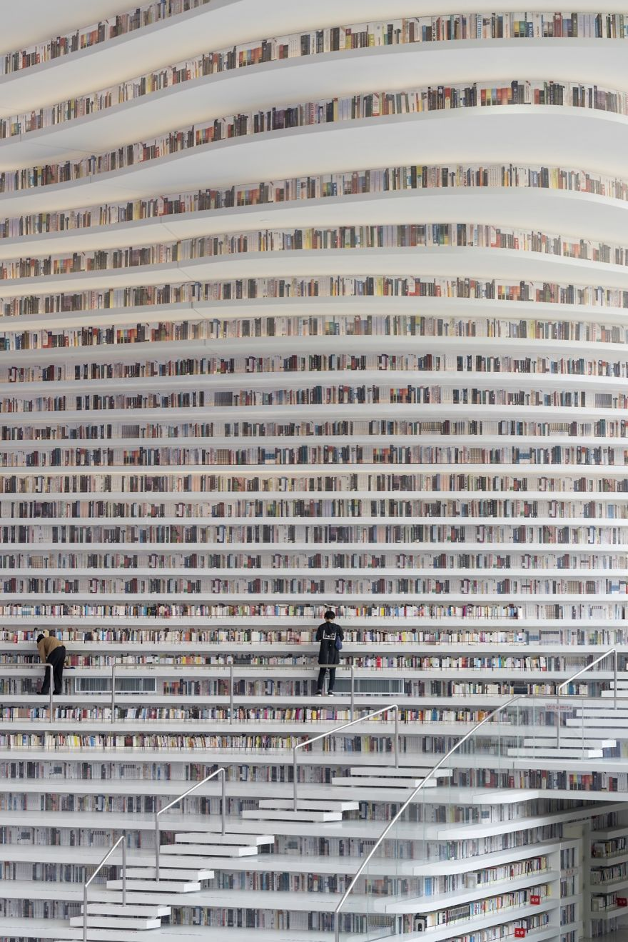 https://static.boredpanda.com/blog/wp-content/uploads/2017/11/tianjin-binhai-library-china-mvrdv-5a095f15bc0b1__880.jpg